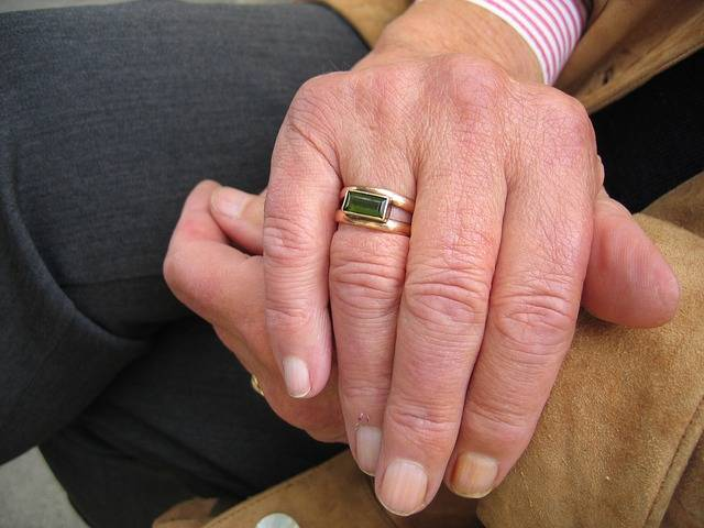 manos mayores