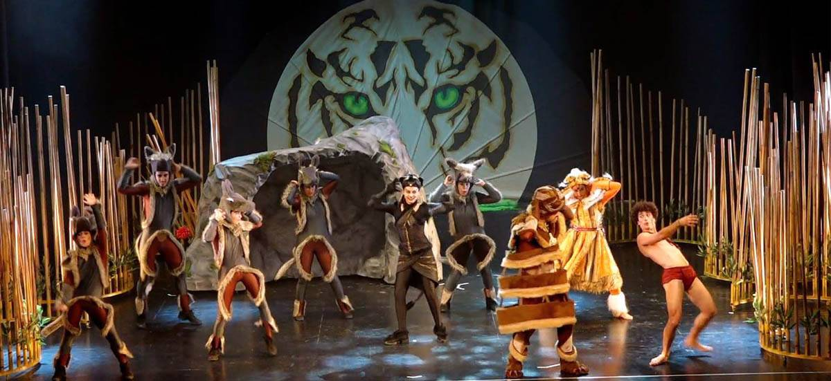 foto oficial del musical El libro de la selva la aventura de Mowgli - El auditorio de Herencia abre sus puertas por primera vez