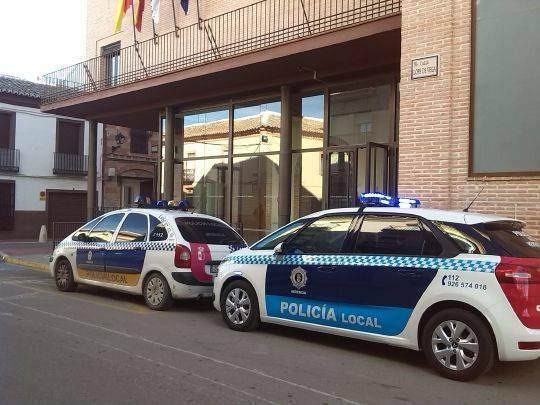 nuevo coche policia local herencia en ayuntamiento - La Policía Local de Herencia detiene un intento de robo de un vehículo