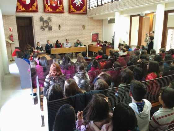 pleno escolar 2015 en herencia 1 560x420 - Celebrado el tradicional pleno escolar con motivo del Día de la Constitución
