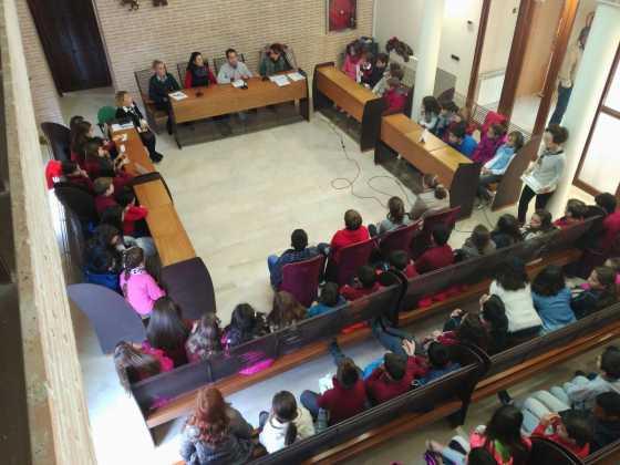 pleno escolar 2015 en herencia 2 560x420 - Celebrado el tradicional pleno escolar con motivo del Día de la Constitución