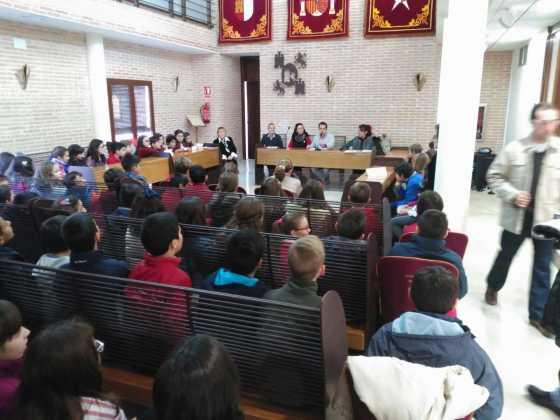 pleno escolar 2015 en herencia 4 560x420 - Celebrado el tradicional pleno escolar con motivo del Día de la Constitución