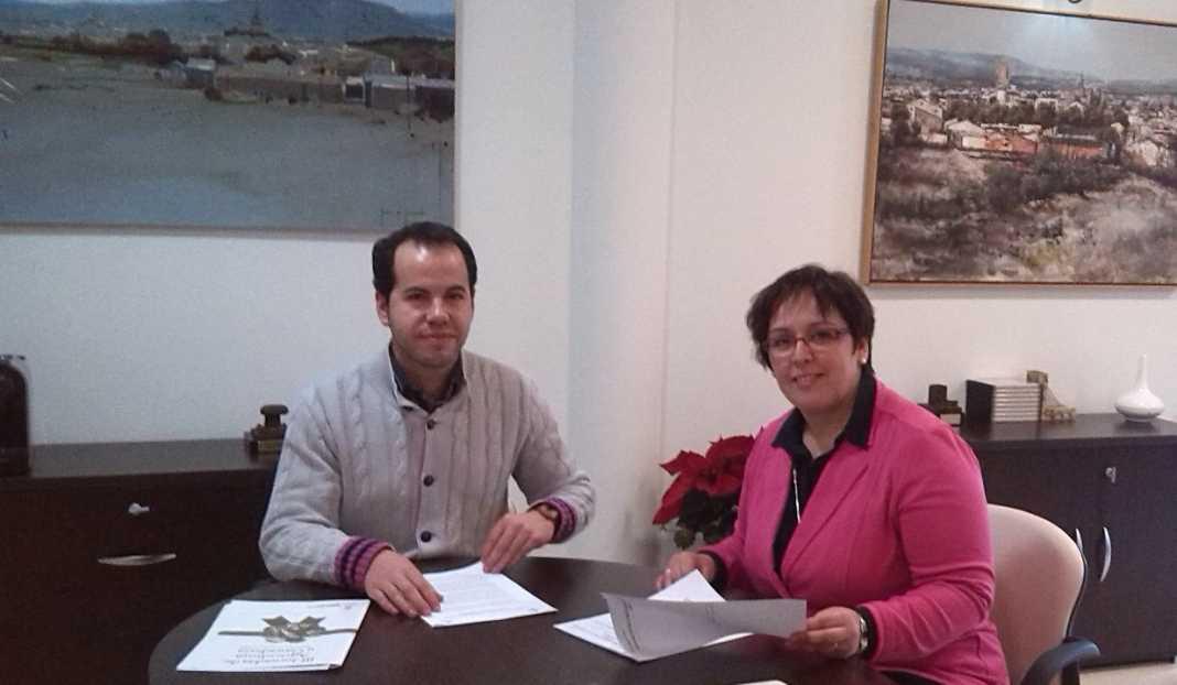 Carmen Olmedo con alcalde de Herencia 1068x622 - Sergio García-Navas solicita ayuda de la Junta para empleo y el carnaval
