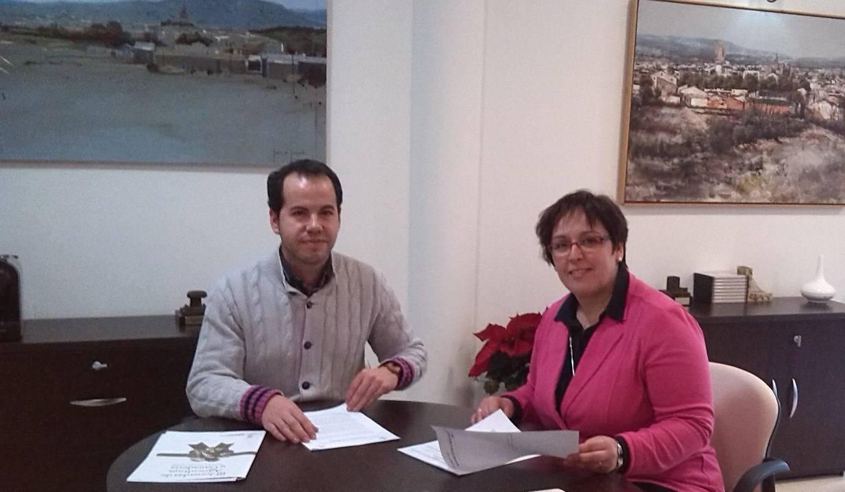 Carmen Olmedo con alcalde de Herencia - Sergio García-Navas solicita ayuda de la Junta para empleo y el carnaval