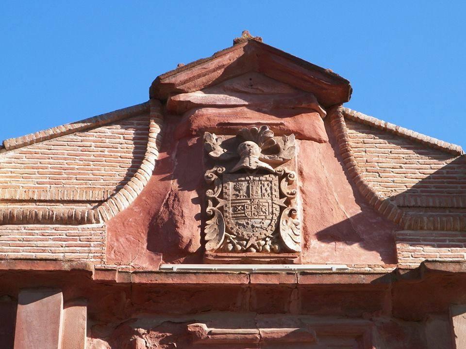 Escudo nobiliario de la actual casa de los padres mercedarios__foto de Antonio Carmona Marquez