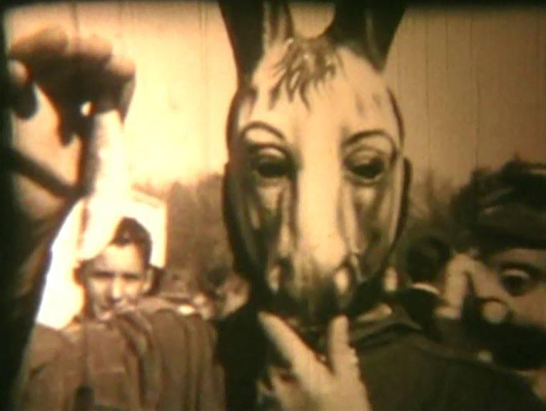 Máscara del carnaval de Herencia en los años 60 que puede verse en el documental grabado por Generoso Medina en aquella época y que sirve de inspiración para la realización del cartel del Sábado de los Ansiosos 2016
