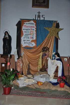 Nacimiento convento de La Merced foto de Jose Maria Sanchez Aguilera 3 e1451128704871 281x420 - Muestra de belenes populares de Herencia. Fotogalería