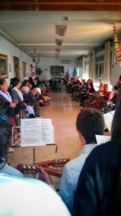 """villancicos en las residencias de mayores de Herencia 236x420 - Fotogalería del concierto de villancicos de """"La Azucena de San José"""""""