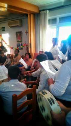 """villancicos en las residencias de mayores de Herencia6 236x420 - Fotogalería del concierto de villancicos de """"La Azucena de San José"""""""