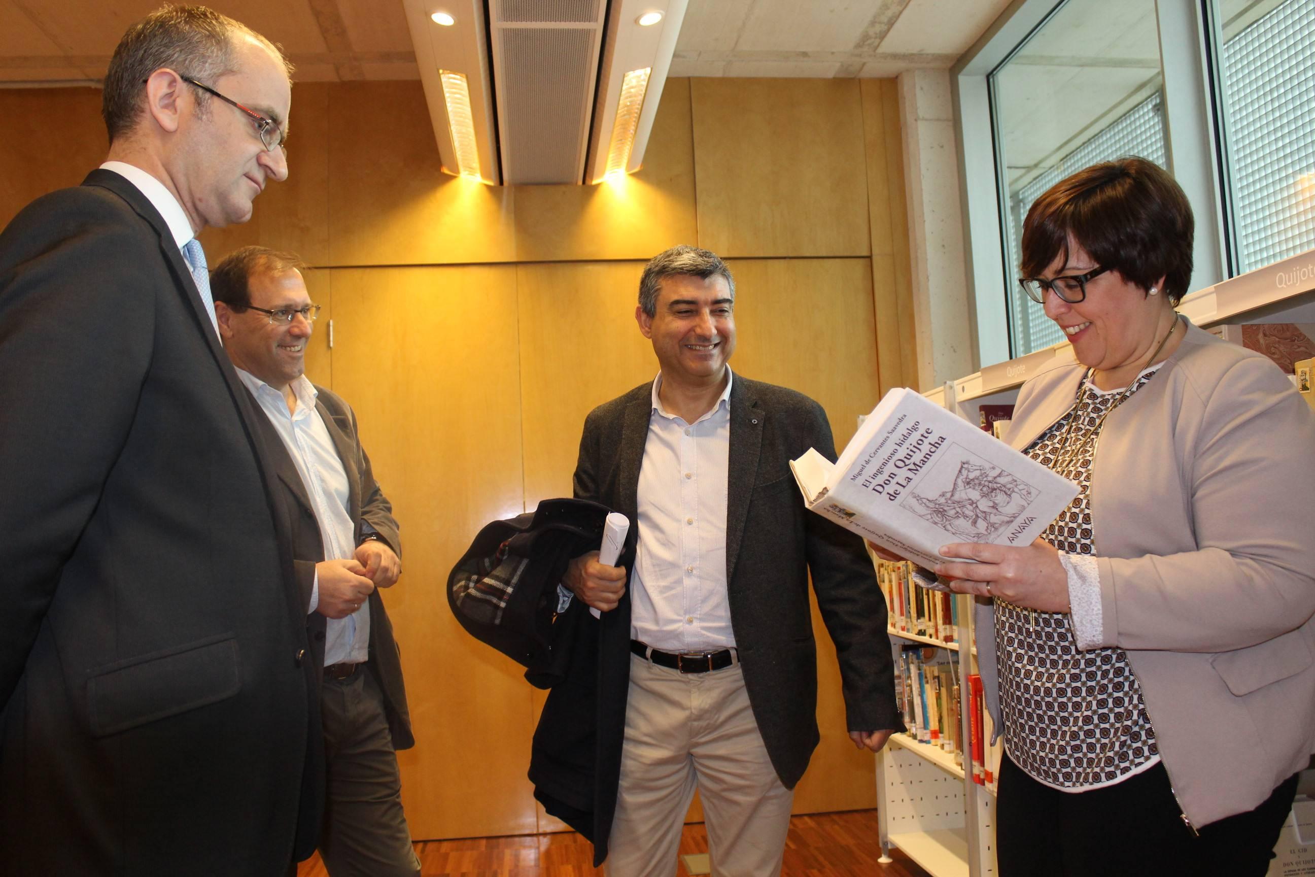 Carmen Olmedo -Visita a Biblioteca Publica del Estado