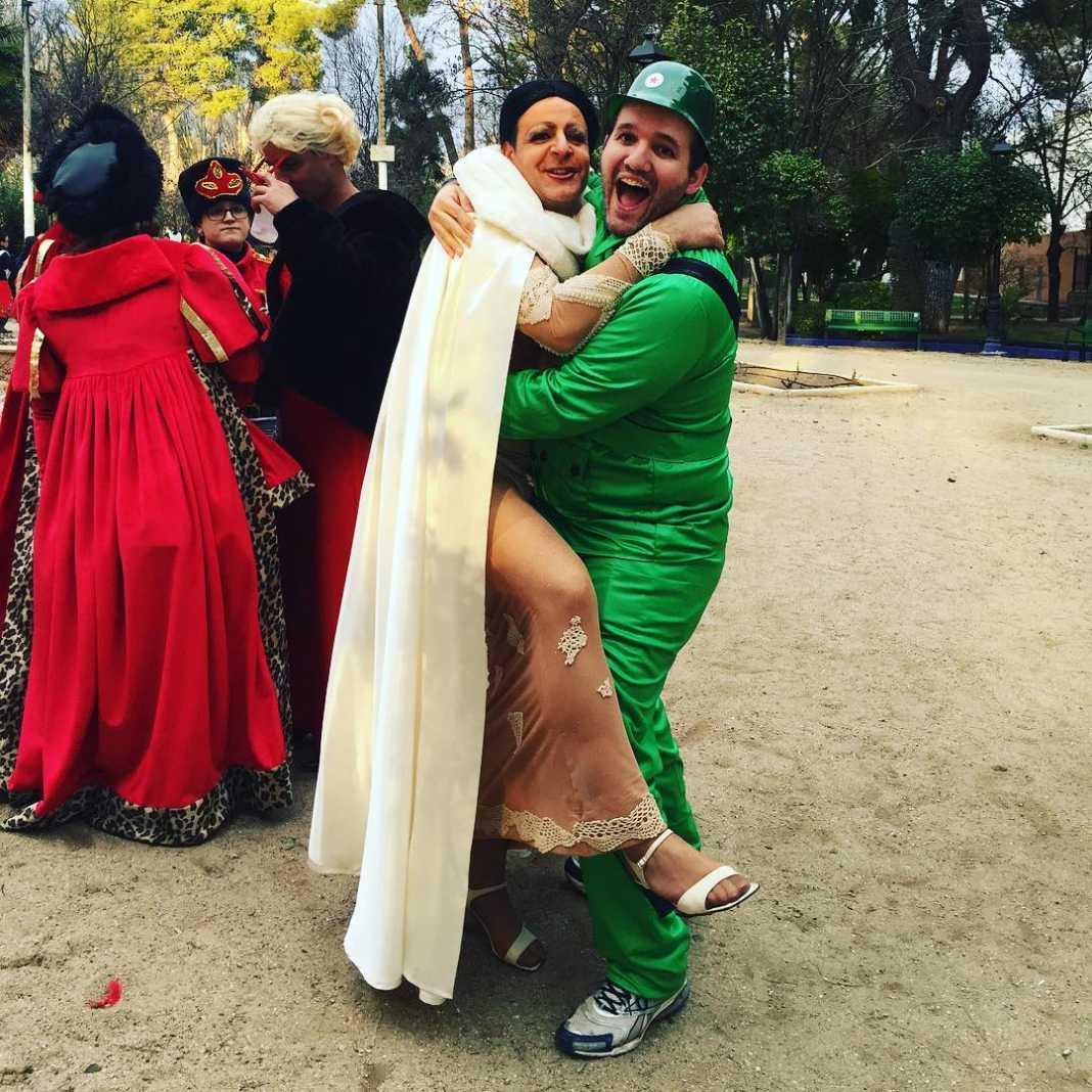 Cristina Pedroche y el soldadito de plastico Chechu y David Carrero 1068x1068 - Cristina Pedroche también está con el Carnaval de Herencia