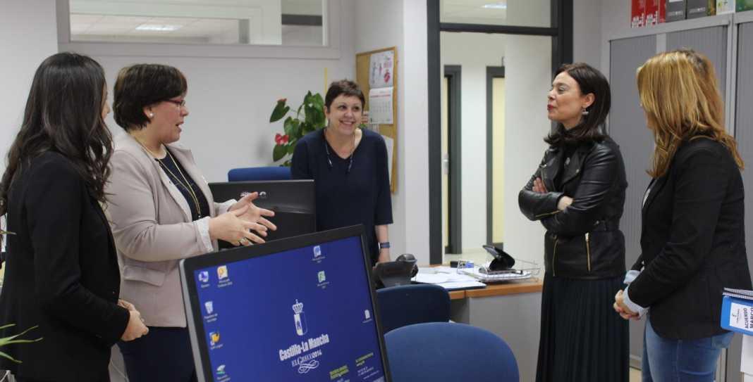 Carmen Olmedo Visita nuevas dependencias Bienestar Social 1068x543 - Nuevas dependencias de Bienestar Social a empleados públicos y a ciudadanos