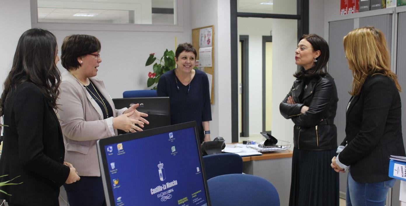 Carmen Olmedo - Visita nuevas dependencias Bienestar Social