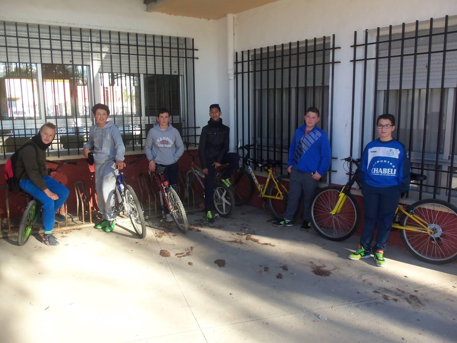 alumnos del colegio carrasco alcalde en bici - Campaña ven al colegio en bicicleta
