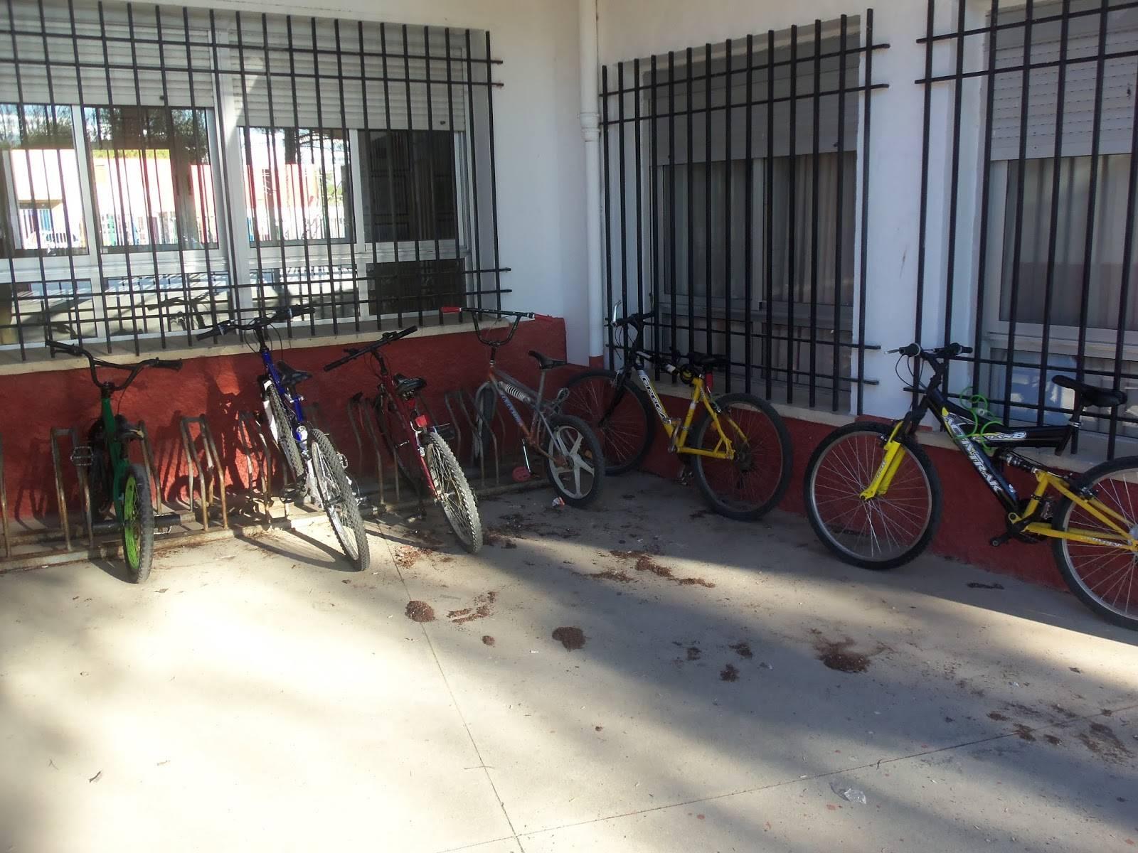 aparca bicis del colegio carrasco alcalde - Campaña ven al colegio en bicicleta