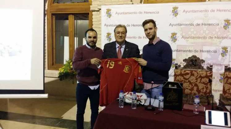"""Conferencia con Manuel Delgado Meco: """"El fútbol de antes y de ahora"""" 1"""