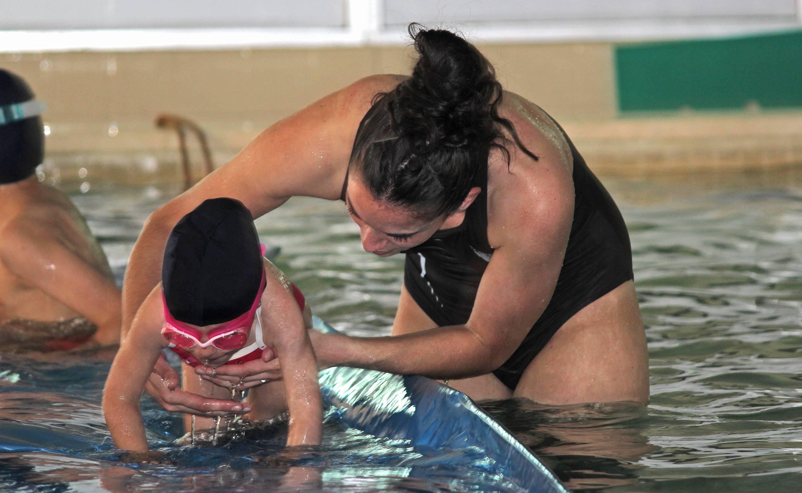 curso de natacion aplicada a personas con discapacidad