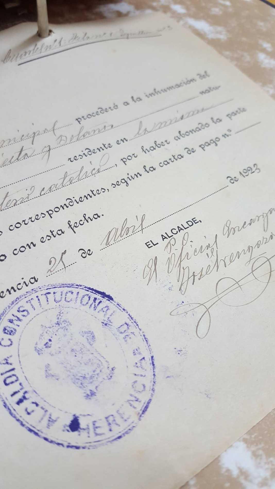 documento del patrimonio documental historico de herencia 1068x1899 - Cuidando el patrimonio documental del municipio