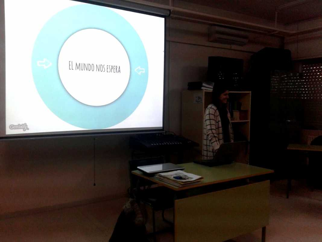"""Dolores Carrero visita el Instituto en el ciclo de antiguos alumnos: """"El Mundo nos espera"""" 1"""