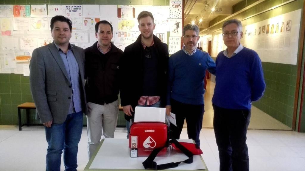entrega de defibrilador al instituto de herencia - Entregado desfibrilador al IES Hermógenes Rodríguez