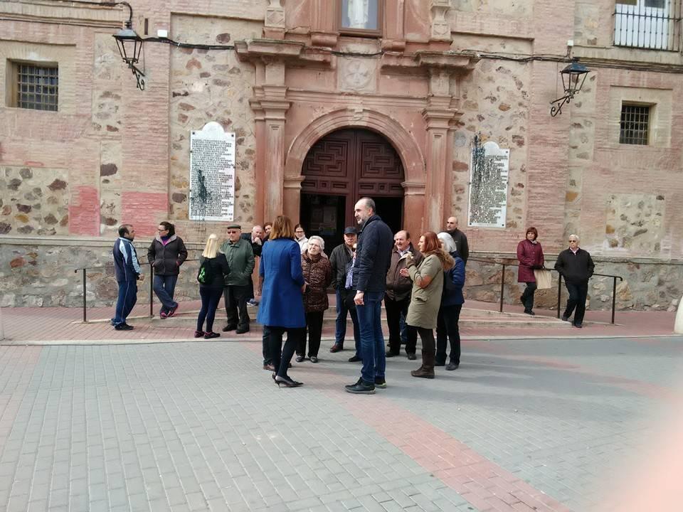 herencianos impiden retidada de placas de fachada del convento de herencia - García-Navas acusa a los Mercedarios de cambiar de opinión respecto a la retirada de las placas de la Iglesia