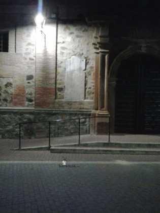 retirada de placas de fachada del convento en Herencia