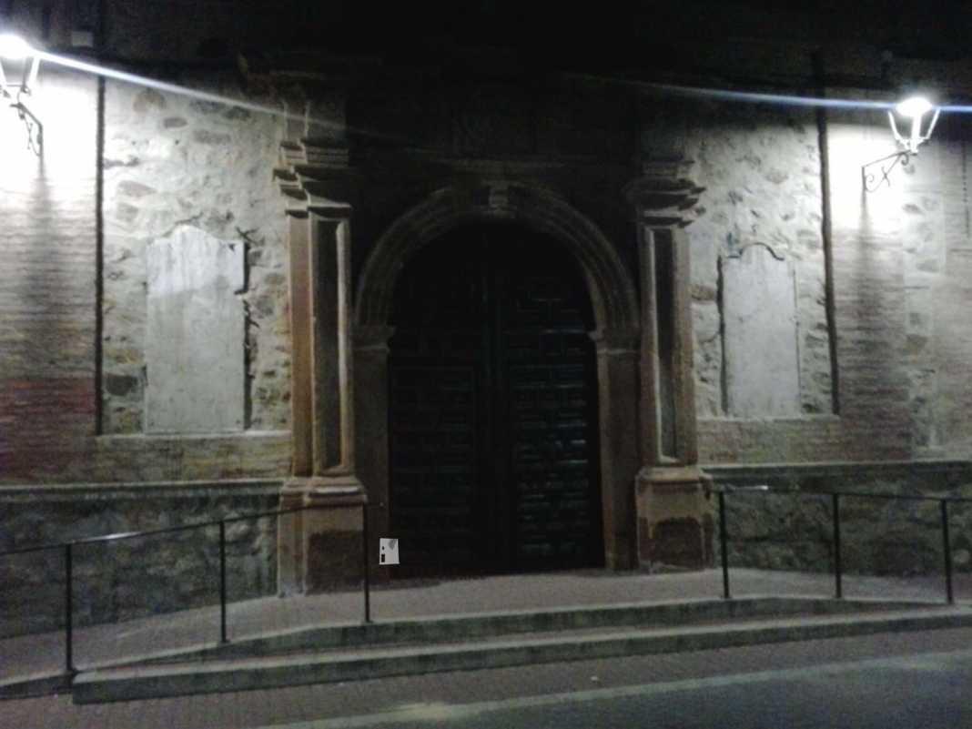 retirada de placas de fachada del convento en Herencia 4 1068x801 - Las placas de la fachada del Convento son retiradas de madrugada