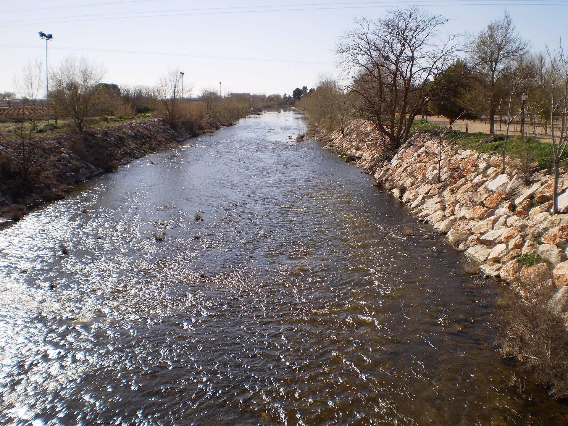 rio zancara con agua