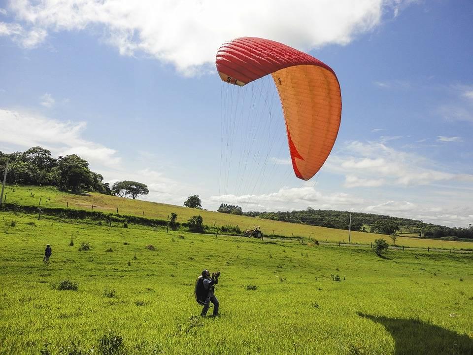 vuelo en parapente - Herido un joven de 24 años tras caer el parapente que pilotaba