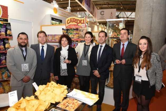 El presidente regional visita a las empresas de Herencia en Alimentaria 2016 5