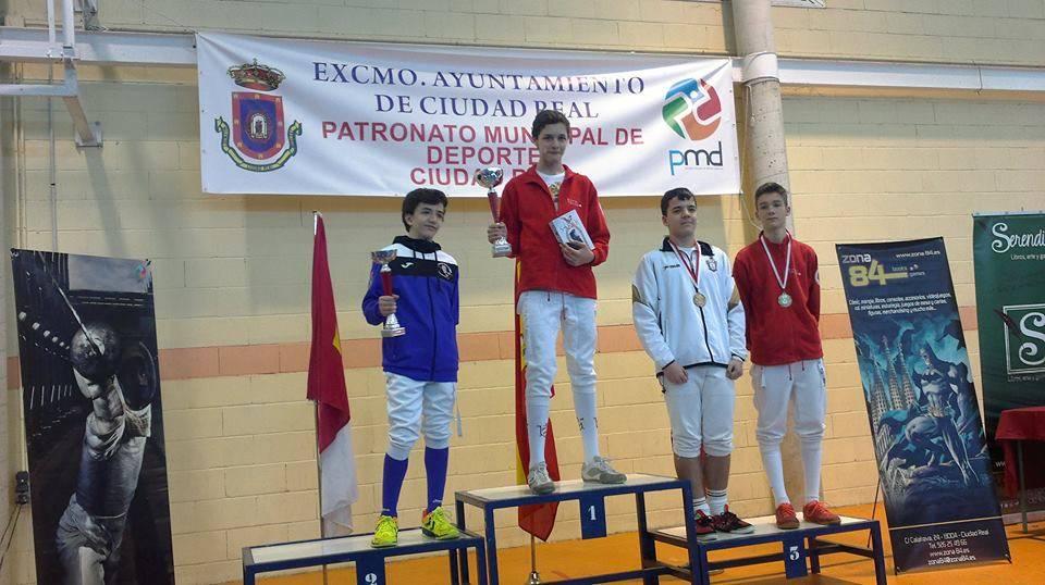 Continúan los éxitos del club de esgrima Dumas 1