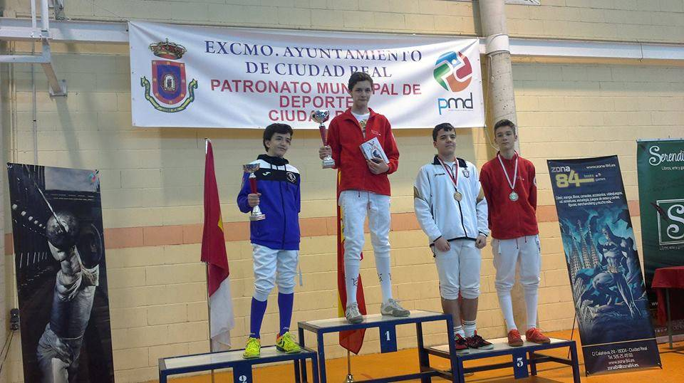 Miguel Ramos tercer puesto del Torneo Regional de Ranking en categoria M 15 1 - Continúan los éxitos del club de esgrima Dumas