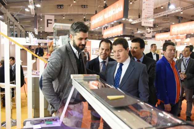 Quesos Gomez Moreno en Alimentaria 629x420 - El presidente regional visita a las empresas de Herencia en Alimentaria 2016