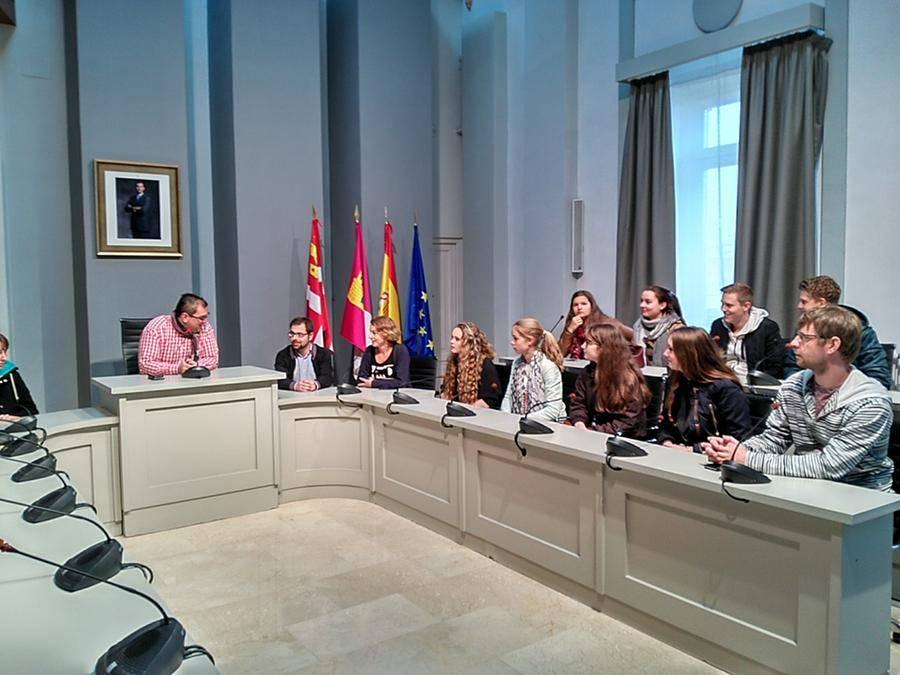 alumnos holandeses en alcazar 1 - El ayuntamiento abre sus puertas a los alumnos holandeses que participan en un programa de intercambio