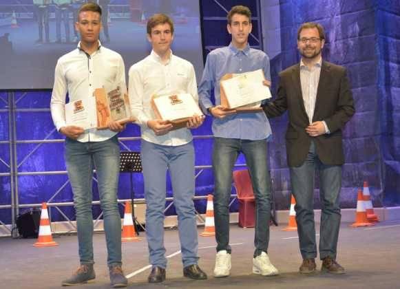 entrega de premios gala del deporte provincial de ciudad real en Herencia2 581x420 - Los mejores deportistas de la provincia son premiados en Herencia
