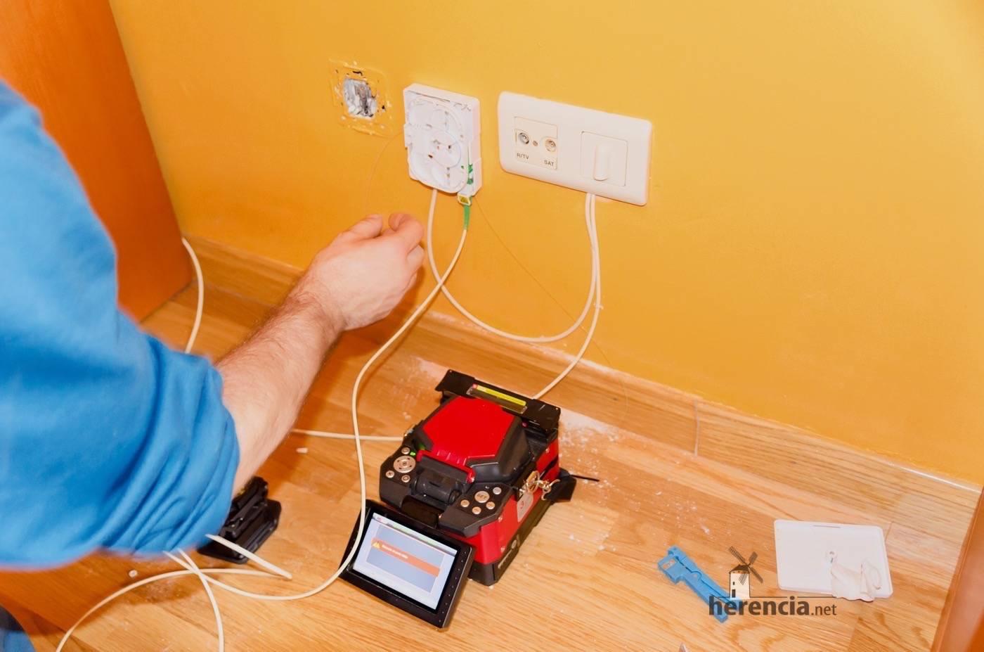 Instalación de fibra óptica en el hogar