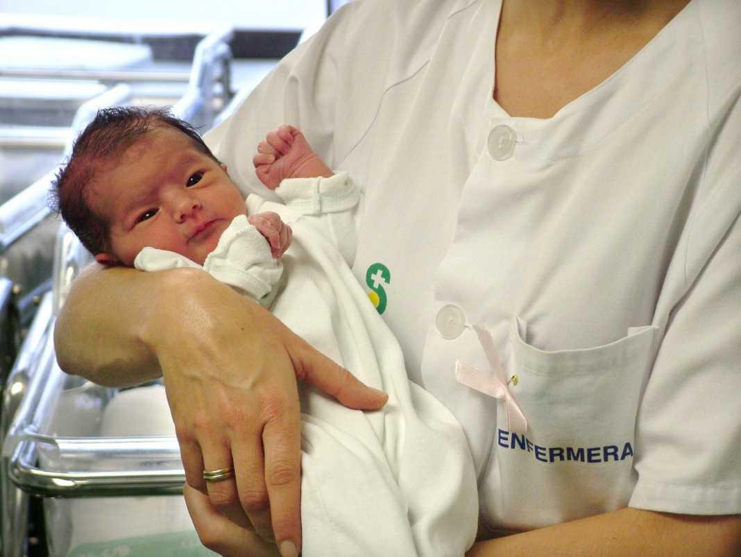 recien nacido en hospital mancha centro 1068x803 - Premio internacional para un estudio del Mancha Centro sobre morbilidad e ingreso de larga estancia en recién nacidos