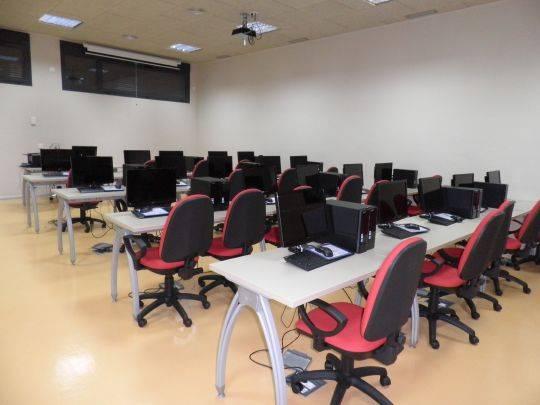 aula centro de formacion y empleo de herencia