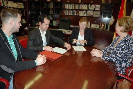 firma de acuredo entre ayuntamiento de herencia y la UCLM