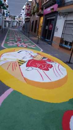 foto alfombras corpus Fotografia cofradia Santo Entierro 12 236x420 - Galería de imágenes del Corpus Christi en Herencia