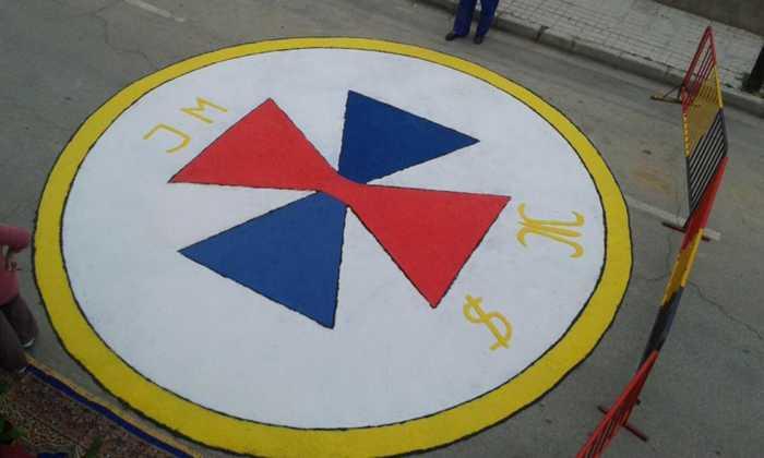 foto alfombras corpus Fotografia cofradia Santo Entierro 3 700x420 - Galería de imágenes del Corpus Christi en Herencia