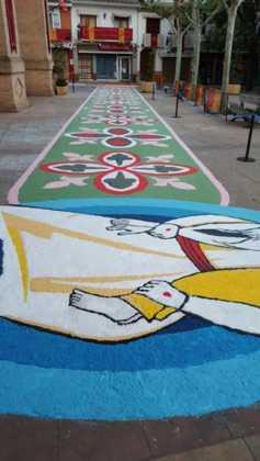 foto alfombras corpus Fotografia cofradia Santo Entierro 4 237x420 - Galería de imágenes del Corpus Christi en Herencia