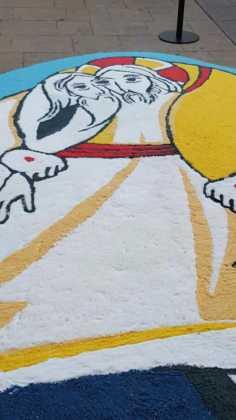 foto alfombras corpus Fotografia cofradia Santo Entierro 6 236x420 - Galería de imágenes del Corpus Christi en Herencia