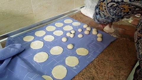 haciendo pan marroqui