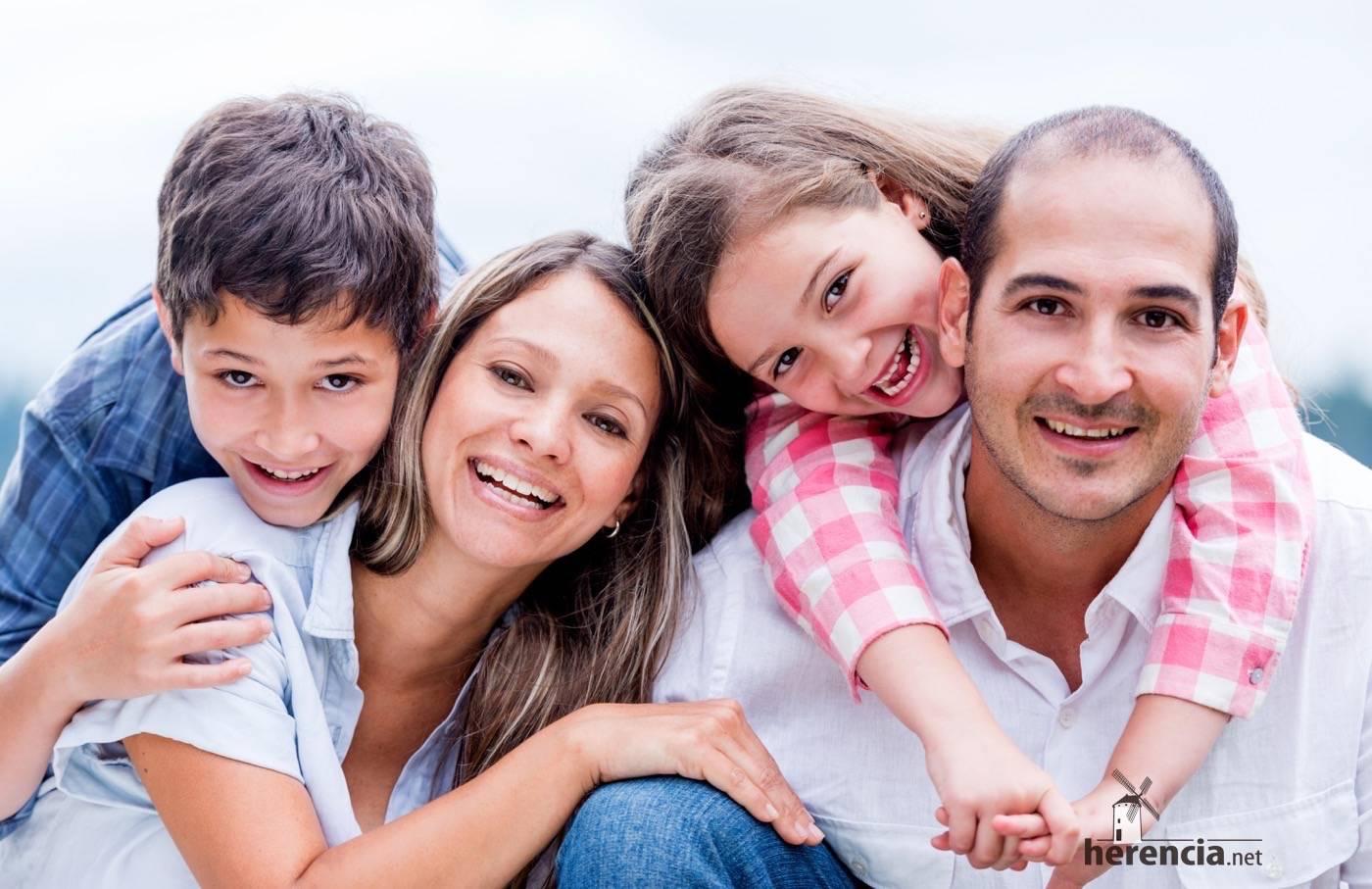 Familia con hijos adoptados.