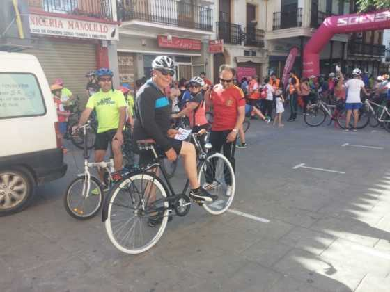 IX Marcha en bicicleta contra el c%C3%A1ncer003 560x420 - Galería de fotos y vídeo de la IX Marcha en bicicleta