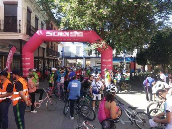 IX Marcha en bicicleta contra el c%C3%A1ncer006 560x420 - Galería de fotos y vídeo de la IX Marcha en bicicleta