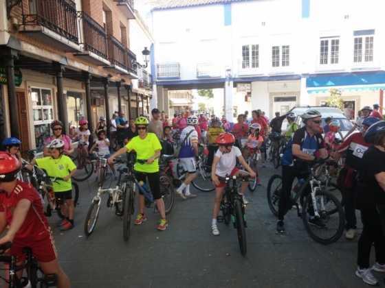 IX Marcha en bicicleta contra el c%C3%A1ncer015 560x420 - Galería de fotos y vídeo de la IX Marcha en bicicleta
