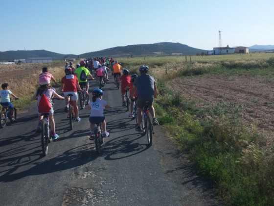 IX Marcha en bicicleta contra el c%C3%A1ncer039 560x420 - Galería de fotos y vídeo de la IX Marcha en bicicleta