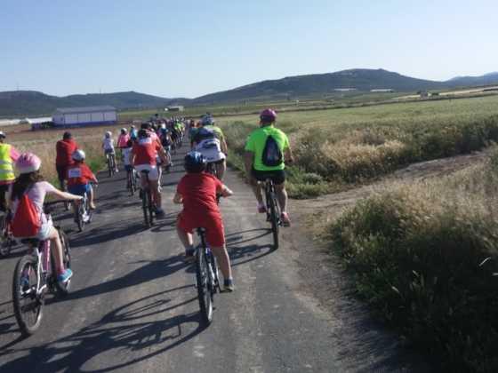 IX Marcha en bicicleta contra el c%C3%A1ncer042 560x420 - Galería de fotos y vídeo de la IX Marcha en bicicleta